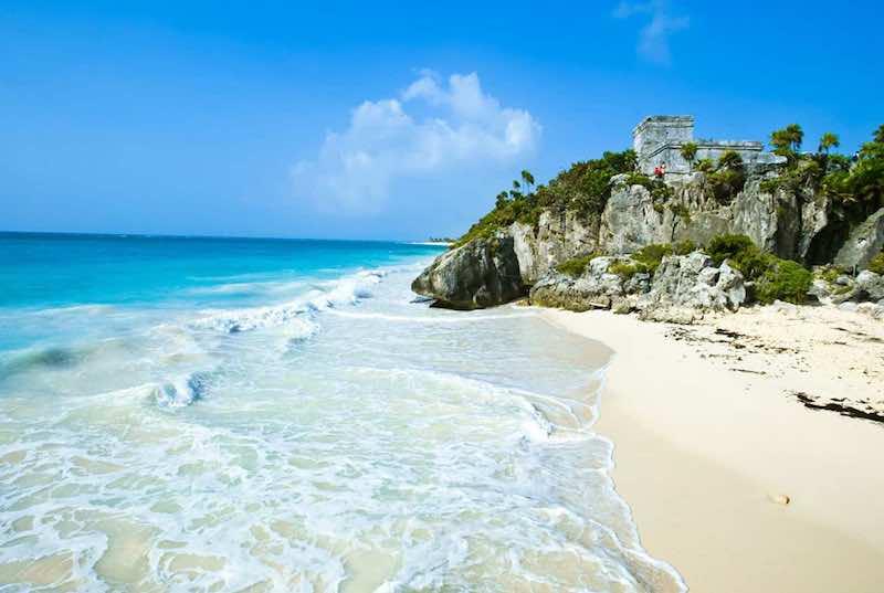 The Mayan ruins of Tulum in the Caribbean ocean. La Riviera Maya, Mexico Holidays. Central America Mayan Ruins