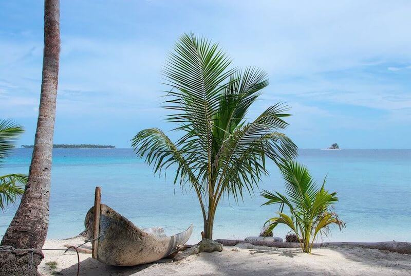 Delightful view of the Coral Barrier Reef in the Caribbean Ocean from one of the small islands of San Blas in Panama