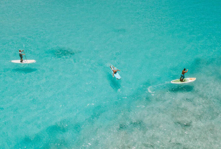 Stand up paddle boarding in the awesome Coral Barrier Reef of Honduras